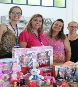 Biblioteca da Faccat doa brinquedos da Multa Solidária