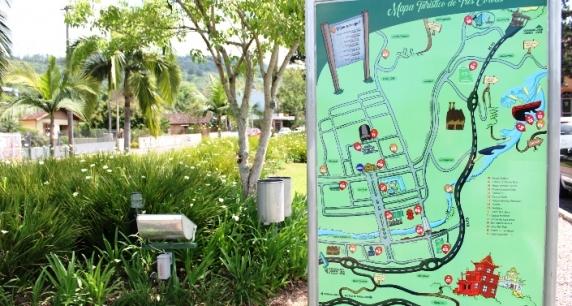 Placas com mapa turístico de Três Coroas são instaladas