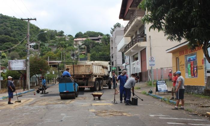 SECRETARIA DE OBRAS REALIZA RECAPEAMENTO ASFÁLTICO EM PAROBÉ