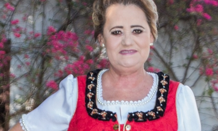 Seniorin apresenta seu traje oficial da 30ª Oktoberfest de Igrejinha