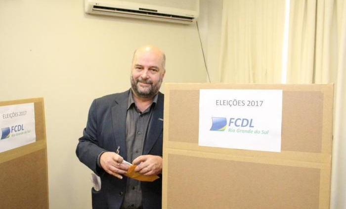 Vitor Koch é reeleito presidente do FCDL-RS