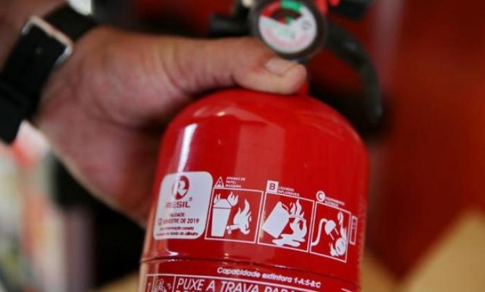 Extintor de incêndio deixa de ser obrigatório em veículos de passeio