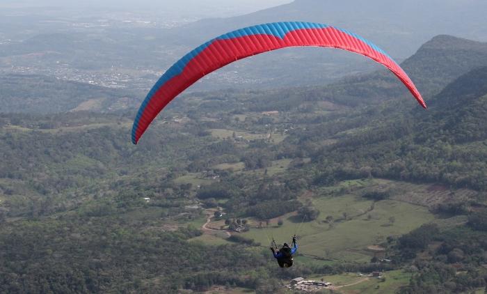 Morro Alto da Pedra inspira soberanas a praticarem voo livre