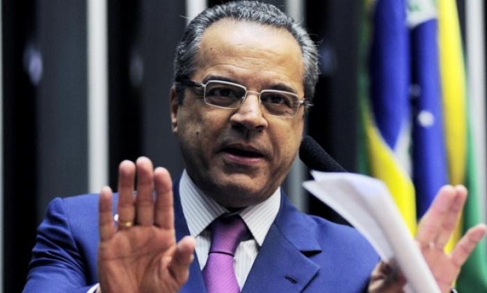 Citado na Lava Jato, ministro do Turismo pede demissão