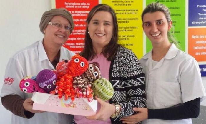 O hospital Doutor Oswaldo Diesel de Três Coroas ganha polvos de crochê para crianças internadas