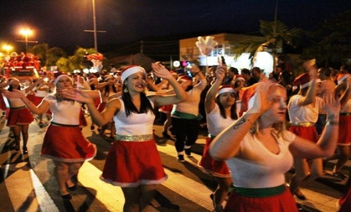 Emoção e solidariedade marcam a Chegada do Papai Noel