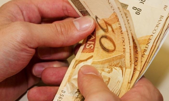 Governo propõe salário mínimo a 946 reais