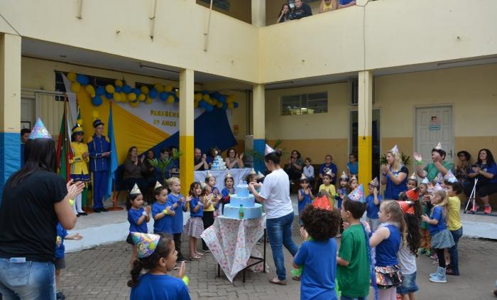 Alunos da Educação Infantil celebram os 89 anos da escola de Taquara