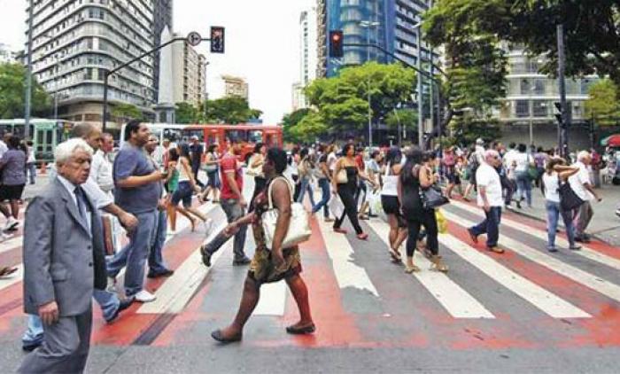 BRASIL CHEGA A 204 MILHÕES DE HABITANTES