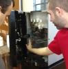Acadêmicos da Faccat desenvolvem sistema com QR Code para máquina de café.